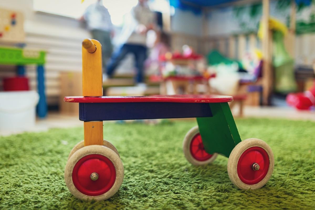 Kinderbetreuung Spielzeugroller